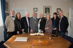 Mayor welcomes couple on their 60th wedding anniversary
