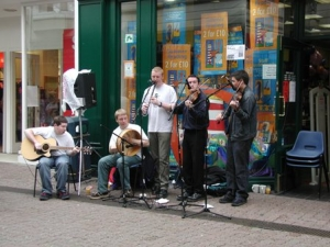 Street performers urged to pitch up for TT 2012