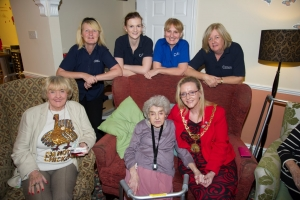 Mayor helps Sunnydale Residential Home light up for Christmas